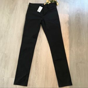 💙H&M Skinny Black Shiny Pants Size 6 NWT